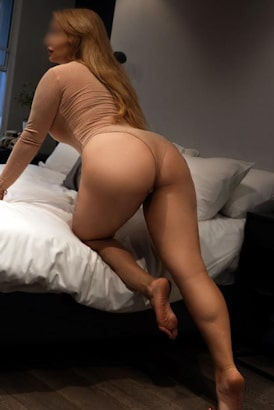 Russian seductress Specialising in gfe, sensual domination and feet fetish.